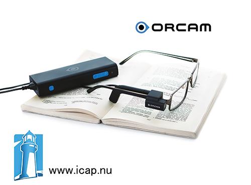 OrCam glasögon ligger på en uppslagen bok